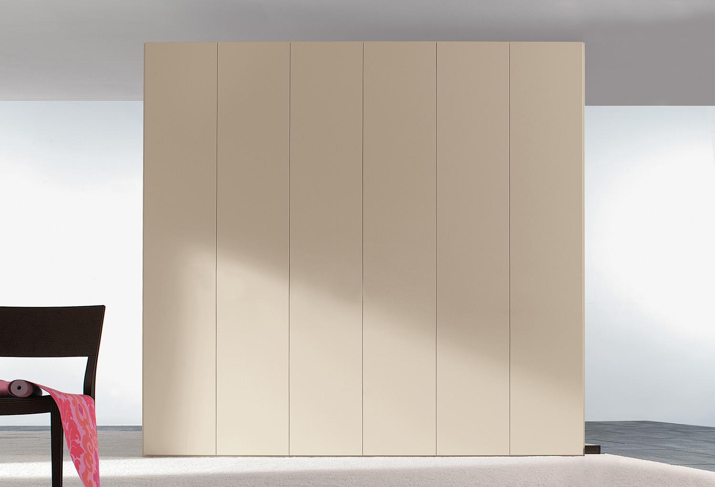 Le ante dell'armadio Start sono impreziosite da maniglie. Nel configuratore sono presenti tutti i modelli disponibili.