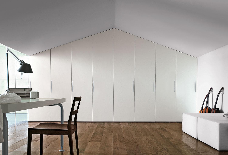 L'armadio Start può essere realizzato su misura, anche per mansarde e soffitti irregolari