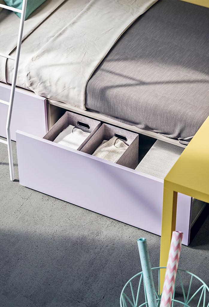 Dettaglio del cestone estraibile posizionato sotto il letto singolo inferiore