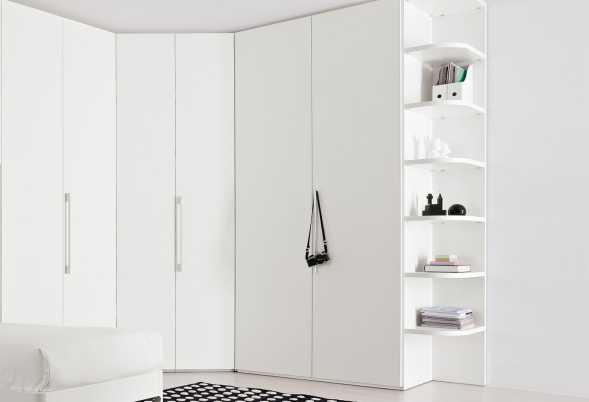 Cabina armadio ad angolo Start-Angolare. Personalizzabile per modelli, dimensioni, finiture, colori. Con maniglia Cilindro C21.