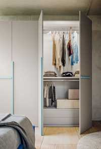 "The wardrobe interior is available with ""Sport"" or ""Prestige"" accessories packages"