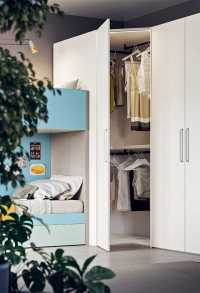 Corner walk in wardrobe with Dido C03 handles