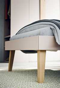 Detail of the tall bed legs