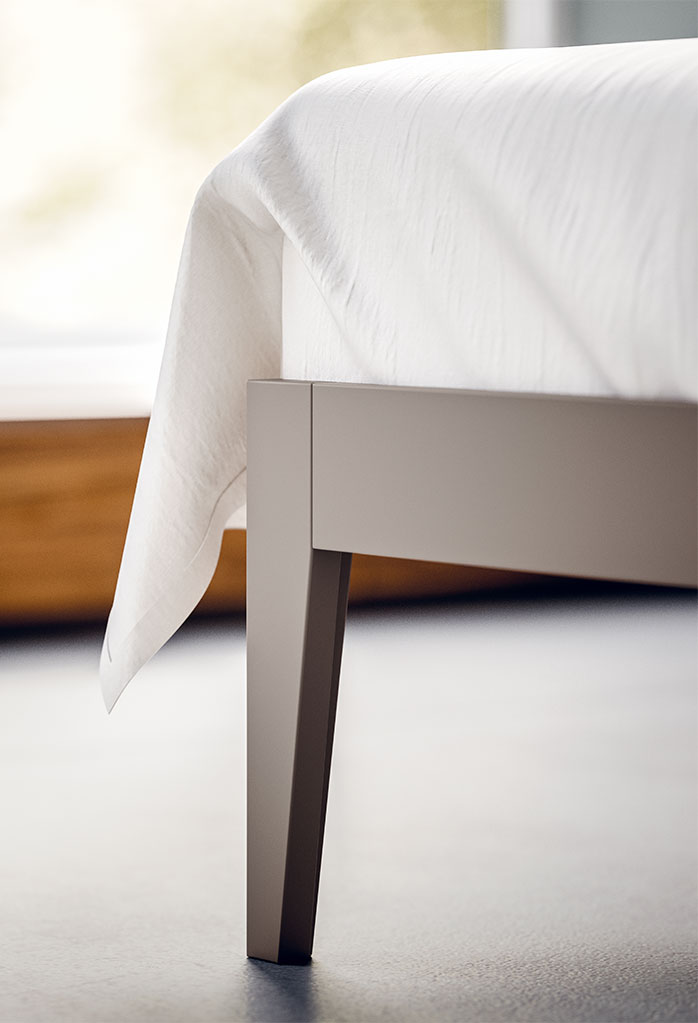 Bed's leg