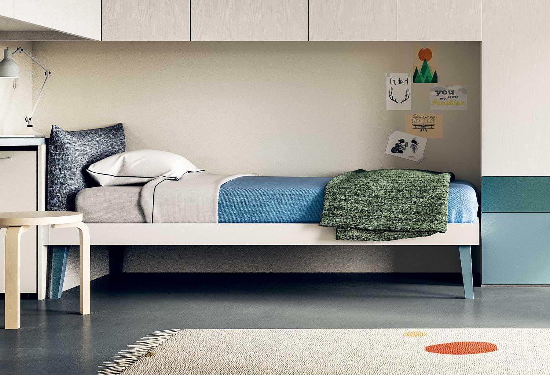 Il letto Botton può essere inserito in camerette anche sotto armadi a ponte