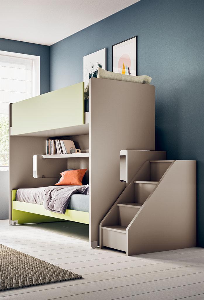 Letto a castello scorrevole Slide: il letto superiore è accessibile tramite scaletta laterale con gradini contenitore
