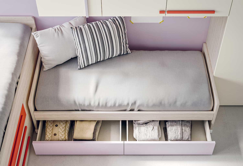 Nei cassettoni possono si possono riporre lenzuola, coperte, cuscini e biancheria.