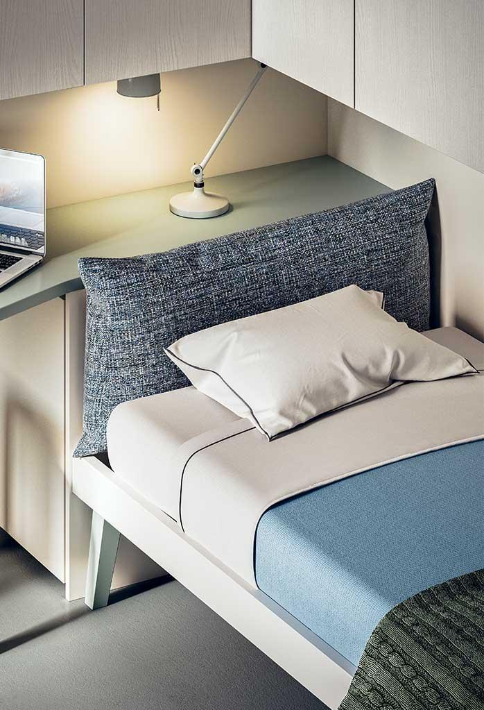 Il cuscino di testiera del letto Botton è disponibile in tessuto colorato tinta unita, pied-de-poule, tartan