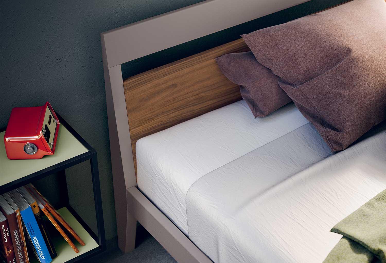 Il pannello della testiera può essere realizzato in un colore diverso rispetto alla cornice e alla struttura del letto