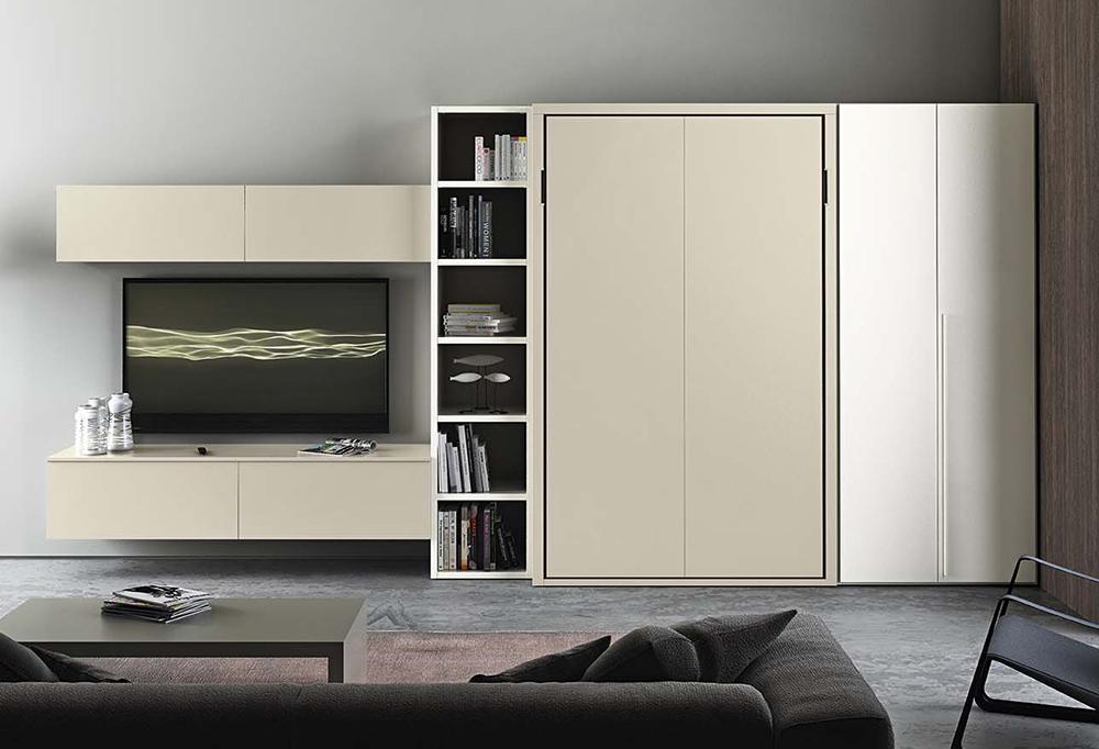 Letto a scomparsa verticale integrato in soggiorno con armadio laterale