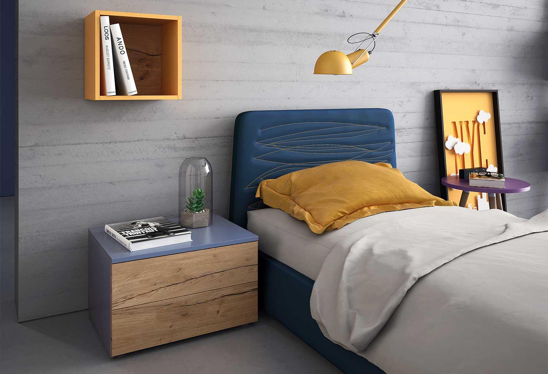 Dettaglio del comodino e del letto (il letto è fuori produzione)