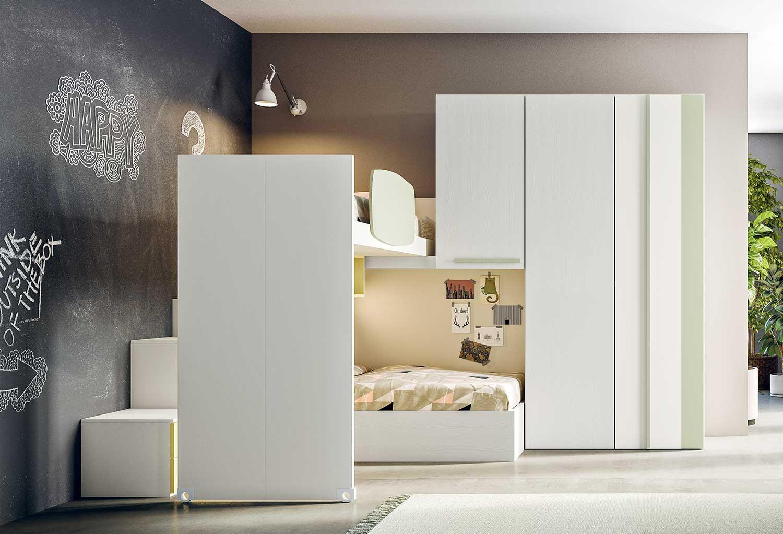 """Castelponte in versione """"notte"""" con letto a soppalco spostato a centro stanza e scaletta accessibile."""
