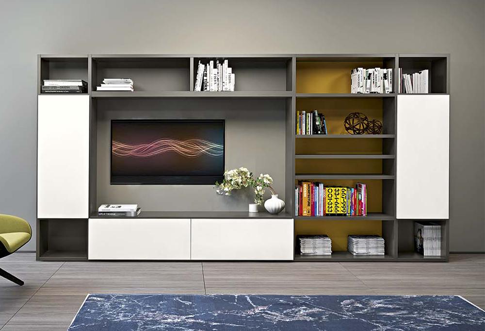 La libreria Start può essere realizzata praticamente su misura, scegliendo dimensioni, modelli, finiture e colori