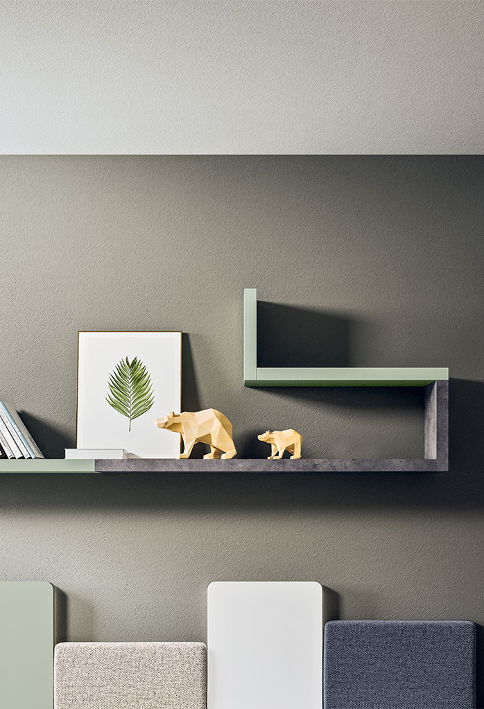 Snake modular shelving with asymmetric layout