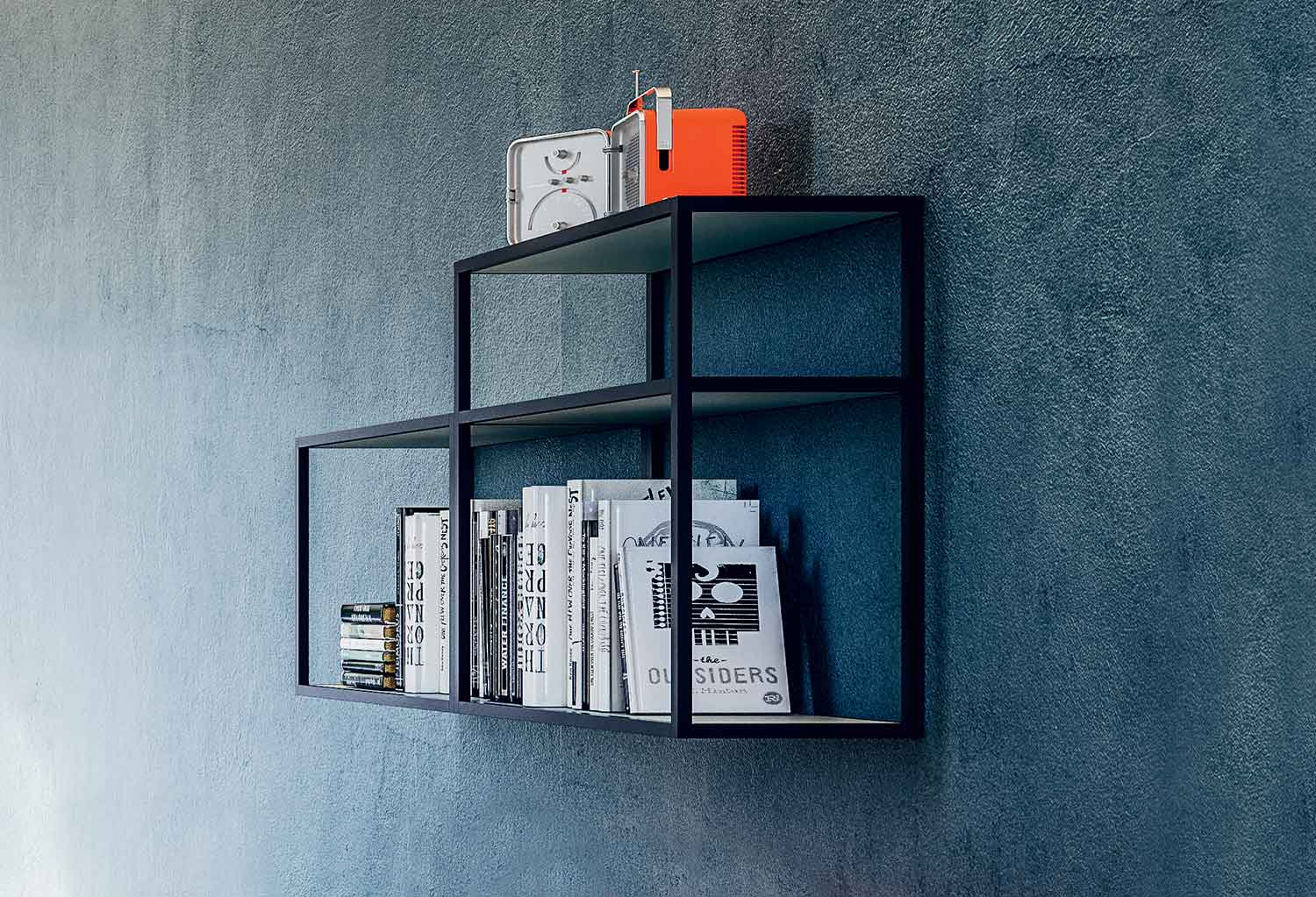 Two Kios shelves in horizontal models with 2 and 3 shelves