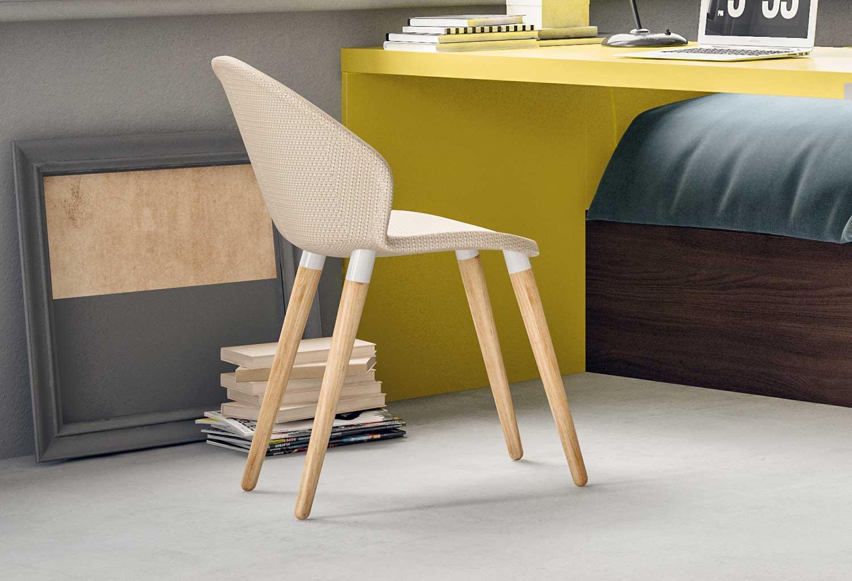 La sedia Zen è disponibile in tessuto tinta unita, pied de poul o tartan