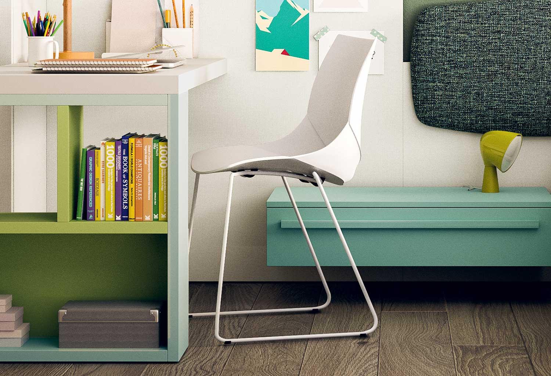 La sedia Coral è perfetta in abbinamento ad uno scrivania