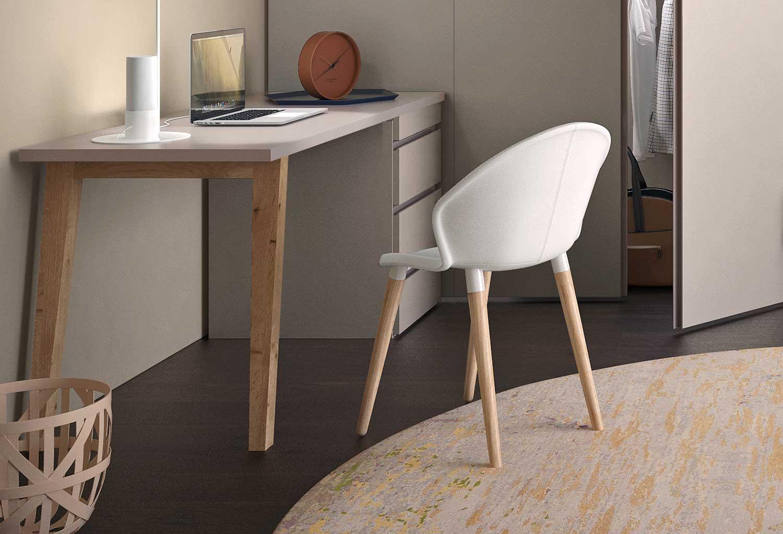 La scocca delle sedia Zen è disponibile in polipropilene bianco o in tessuto colorato