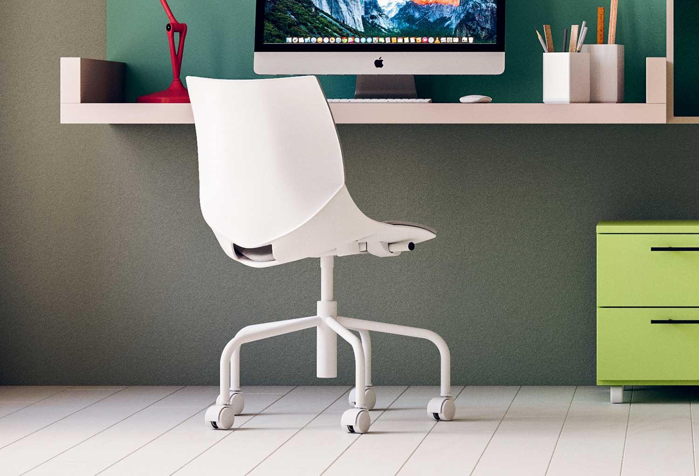 Coral Ruote è una sedia ergonomica per scrivania o scrittoio sospeso