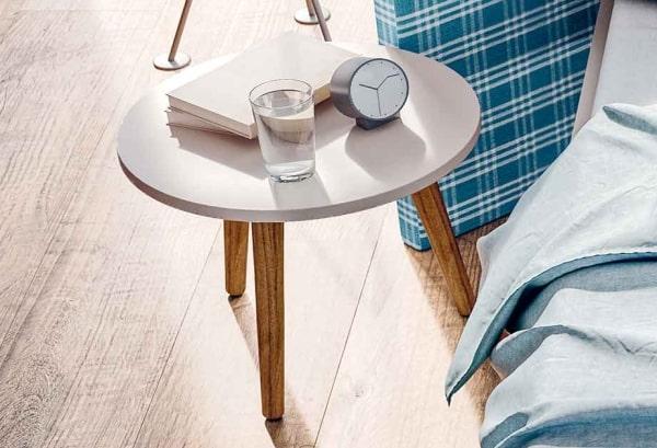 Comodino-tavolino grigio chiaro Tripode