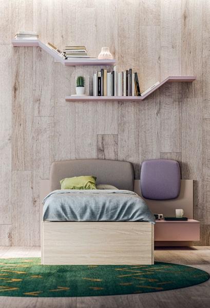 Idee per sistemare le mensole sopra il letto